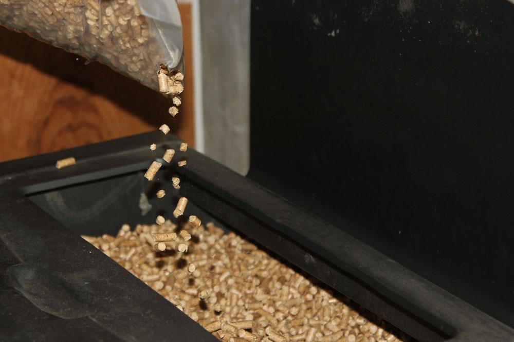 pooring-wood-pellets